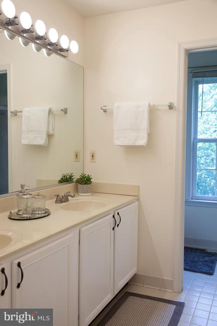 Additional photo for property listing at 410 Schoolers Pond Way Arnold, Maryland 21012 United States
