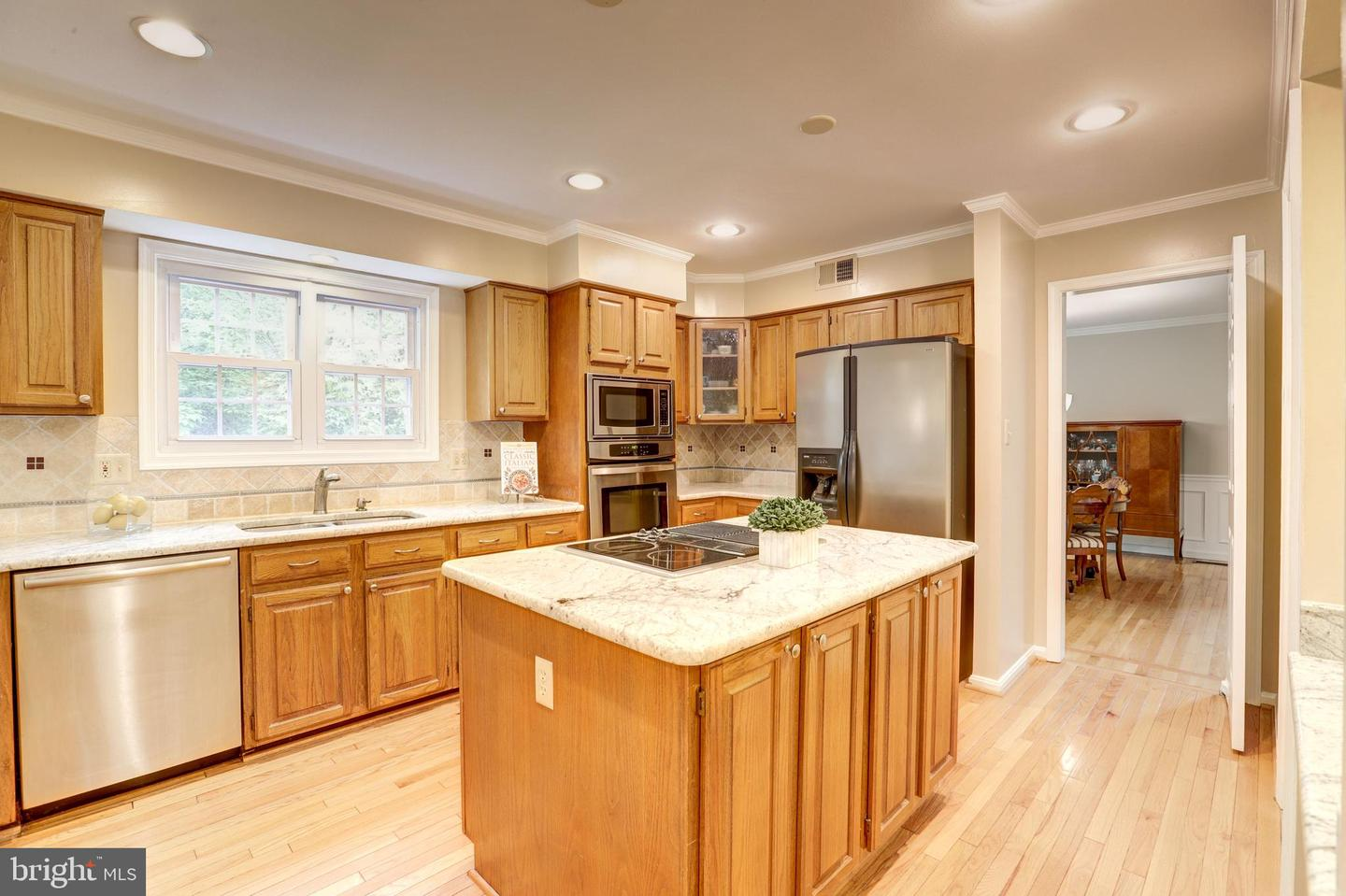 Additional photo for property listing at 13949 Stonefield Drive Clifton, Virginia 20124 United States