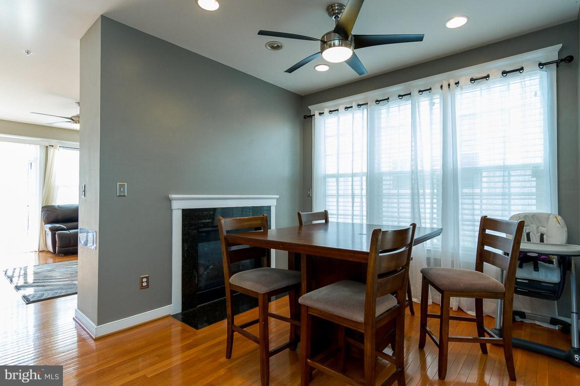 Additional photo for property listing at 14021 Indigo Bunting Court Gainesville, Virginia 20155 United States